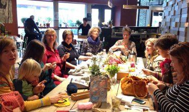 Van harte welkom in het breicafé in Neushoorn in Leeuwarden
